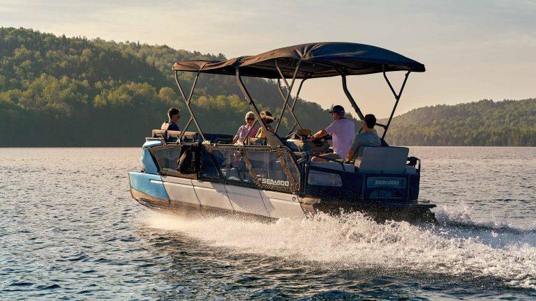 Can Pontoon Boats Flip