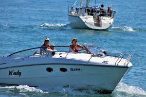 How Fast Do Pontoon Boats Go
