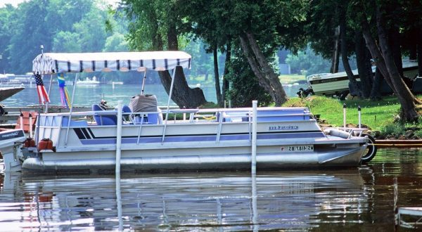 How Much Does A Pontoon Boat Weigh? Average Weight For Sizes And Examples